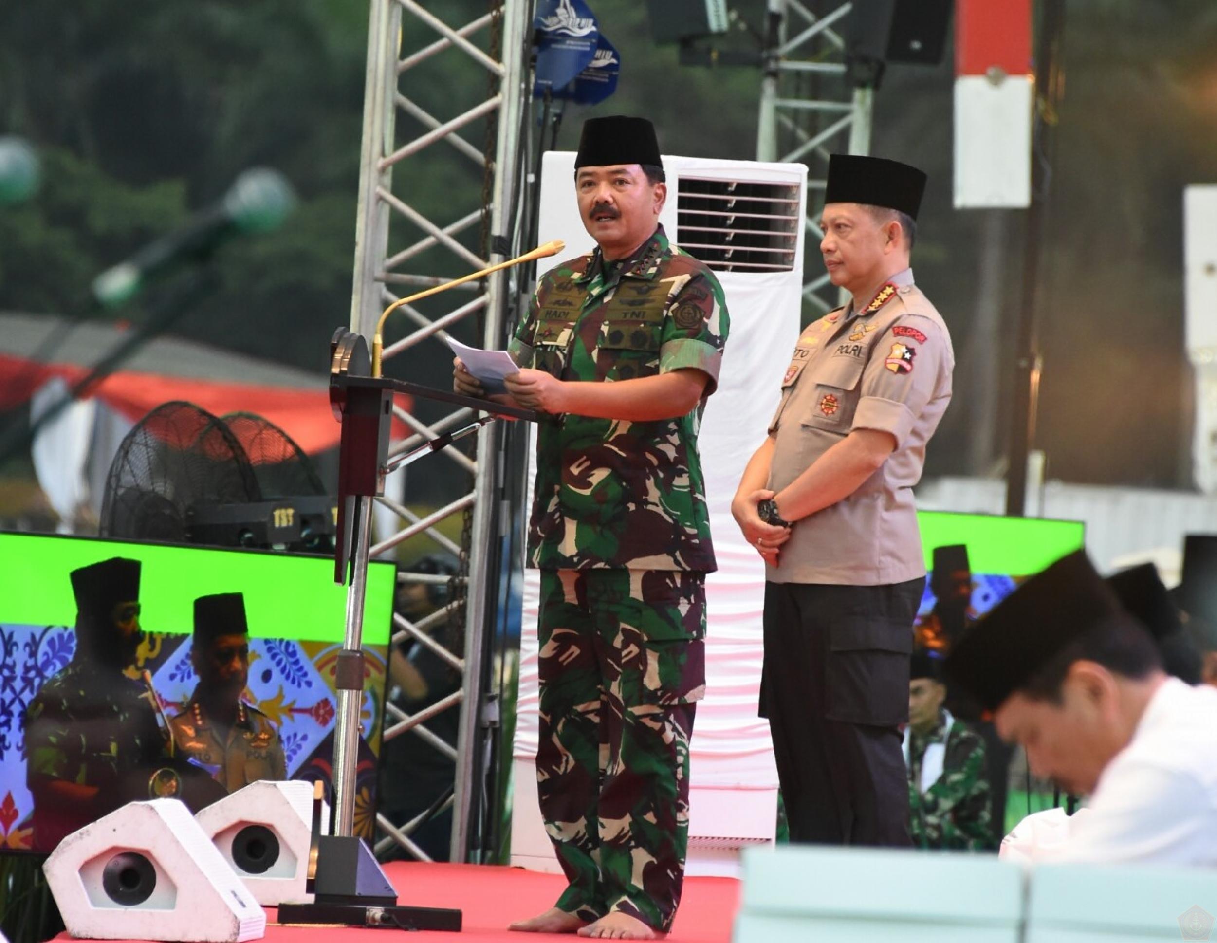 Panglima TNI, Marsekal TNI Hadi Tjahjanto, S.I.P., beserta Kapolri, Jenderal Polisi Prof. H.M. Tito Karnavian