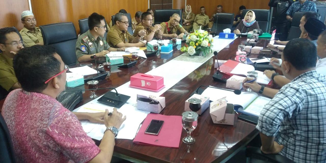 Foto: Suasana RDP Komisi IV DPRD Medan membahas soal bangunan De'Glass Residence, Selasa (11/2).
