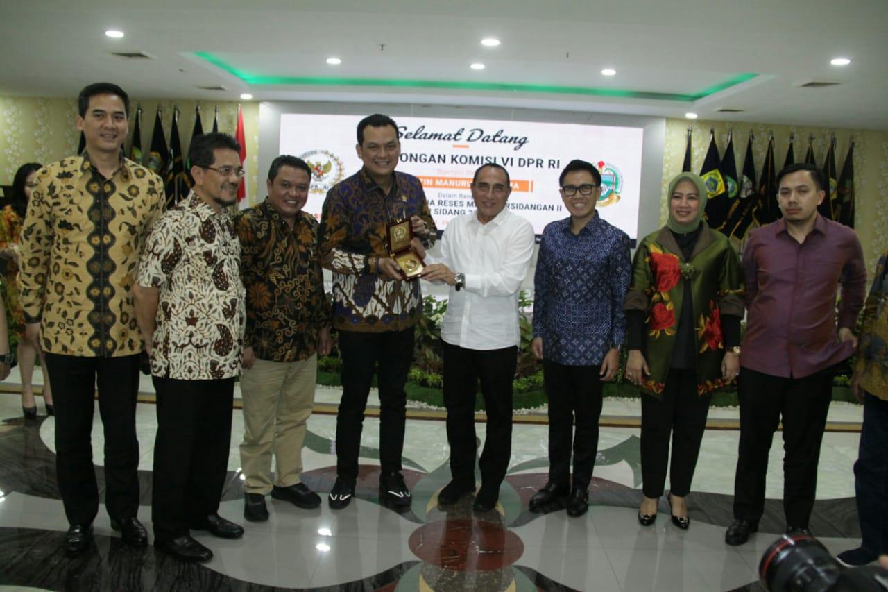 Ket poto: Pemerintah Provinsi (Pemprov) Sumatera Utara (Sumut) menerima rombongan Komisi VI DPR RI dalam rangka Kunjungan Kerja (Kunker) Reses Masa Persidangan Tahun Sidang 2019-2020, Jumat (28/2) di Aula Raja Inal Siregar lantai 2 Kantor Gubernur Sumut Jalan Diponegoro No 30 Medan.(ist)