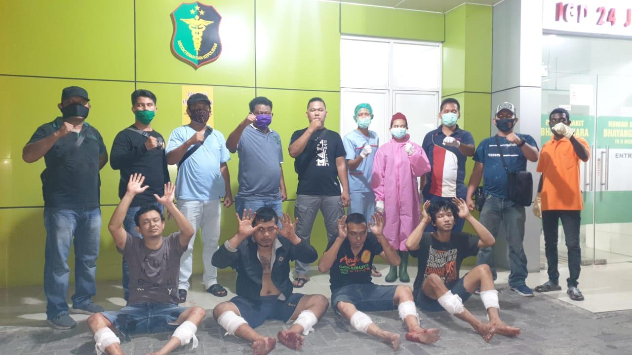 Ket. Foto : Kaki empat tersangka pencurian dengan pemberatan (Curat) digembos Teamsus Unit Pidum Satreskrim Polrestabes Medan. (ist)