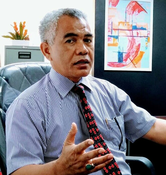 Ket. Foto : Kuasa Hukum PTPN2 Sastra SH MKn memberikan penjelasan kepada wartawan di Kantor Direksi PTPN2 Tanjung Morawa, Jumat (5/6/2020). (ist)