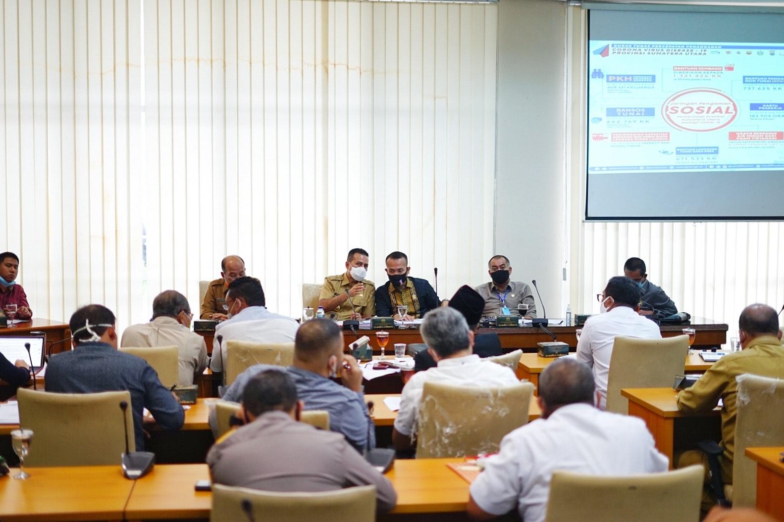 Ket. Foto : Wakil Gubernur Sumatra Utara Musa Rajekshah berserta tim GGTP Covid-19 Sumatra Utara menghadiri Rapat Dengar Pendapat bersama Pansus Covid-19 DPRD Sumatra Utara di Kantor DPRD Sumut, pada Selasa (26/5/2020). (ist)