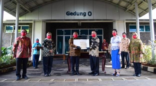 Ket foto: Sekretariat Presiden dan Arsip Nasional Republik Indonesia (ANRI) melakukan serah terima arsip bersejarah pada Minggu, 16 Agustus 2020. Foto: BPMI Setpres/Muchlis Jr.